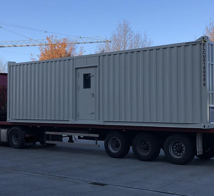 33 ft container on a truck